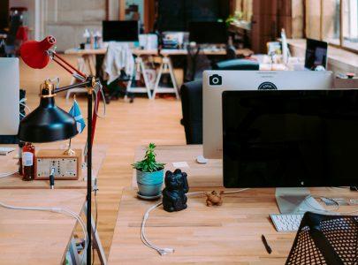 Mesa de trabalho organizada influencia na produtividade