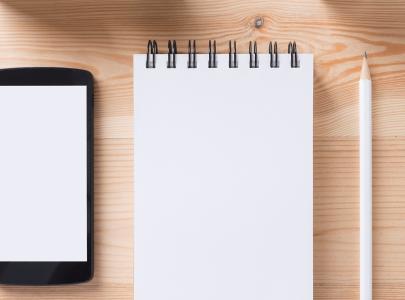 Digitar ou escrever manualmente: o que é melhor para fixar o conteúdo?